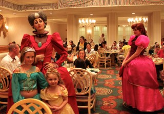 Character dinner at 1900 Park Fare
